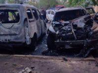 У Києві вночі під будинками згоріли три машини