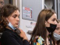 У київському метро розповіли, скільки зловили пасажирів без масок